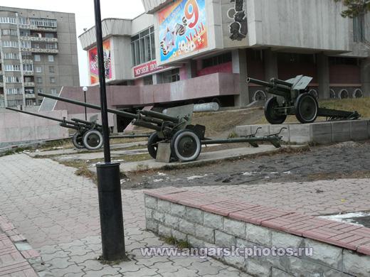 Пушки возле музея победы