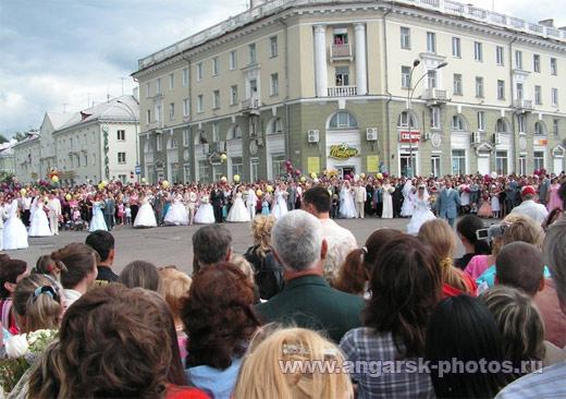 Свадьба на площади Ленина в Ангарске