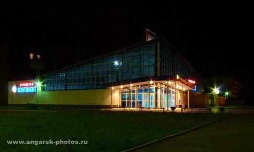 Магазин Континент ночью