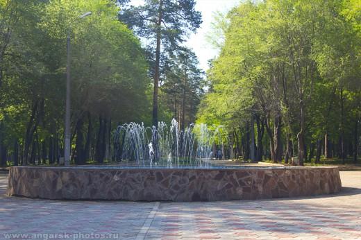новый фонтан в парке строителей