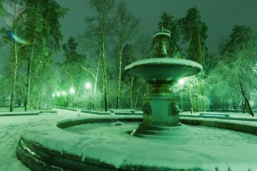 фонтан в Ангарске ночью